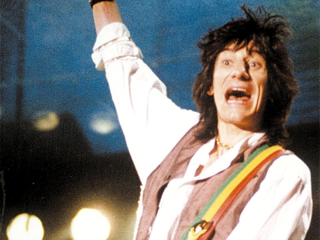 O guitarrista Ron Wood durante show no estdio do Pacaembu, em So Paulo em 1995