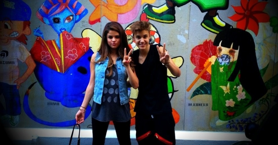 Selena Gomez acompanhou o namorado, Justin Bieber, durante viagem ao Japo (9/7/12)