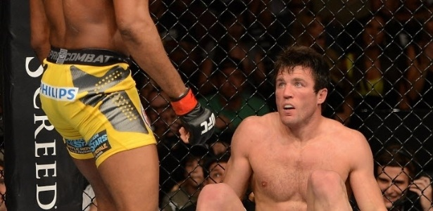 Sonnen olha fixamente para Anderson Silva antes de ser nocauteado pelo campeo dos mdios