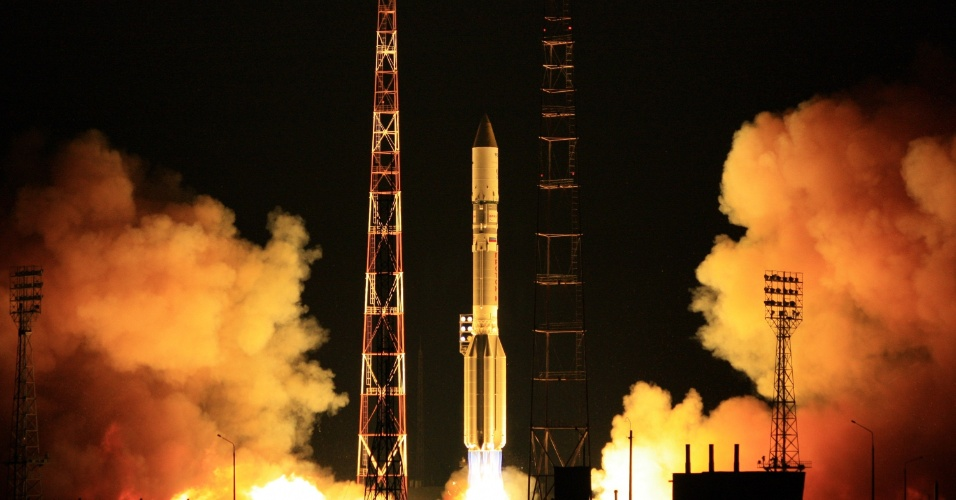 10.jul.2012 - Um foguete Proton-M, com o sat&#233;lite Sirius-5 de propriedade de empresa holandesa a bordo, foi lan&#231;ado no cosm&#243;dromo de Baikonur, no Cazaquist&#227;o 