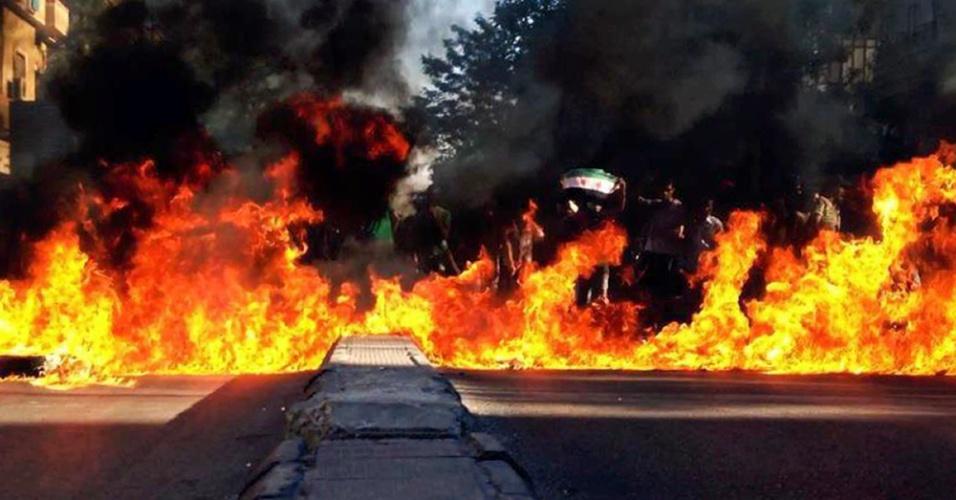 10.jun.2012 - Imagem de folheto divulgada pela oposição síria mostra incêndio provocado por manifestantes anti-regime em Damasco. Ativistas dizem que número de mortos na Síria passa de 17 mil