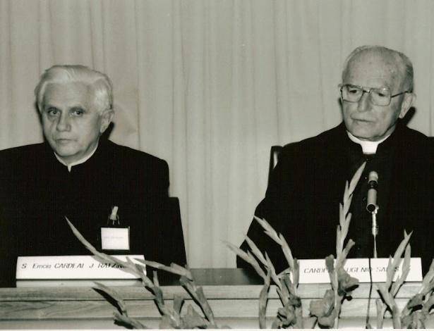 1990 - Dom Eugênio Sales participa de encontro dos Bispos no Sumaré, no Rio de Janeiro, ao lado do cardeal Ratzinger - atual papa Bento 16