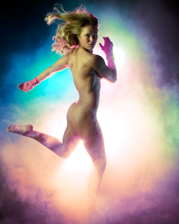 "A lutadora de MMA Ronda Rousey, campeã do peso galo no Strikeforce, na edição da revista ""ESPN - Body Issue"""