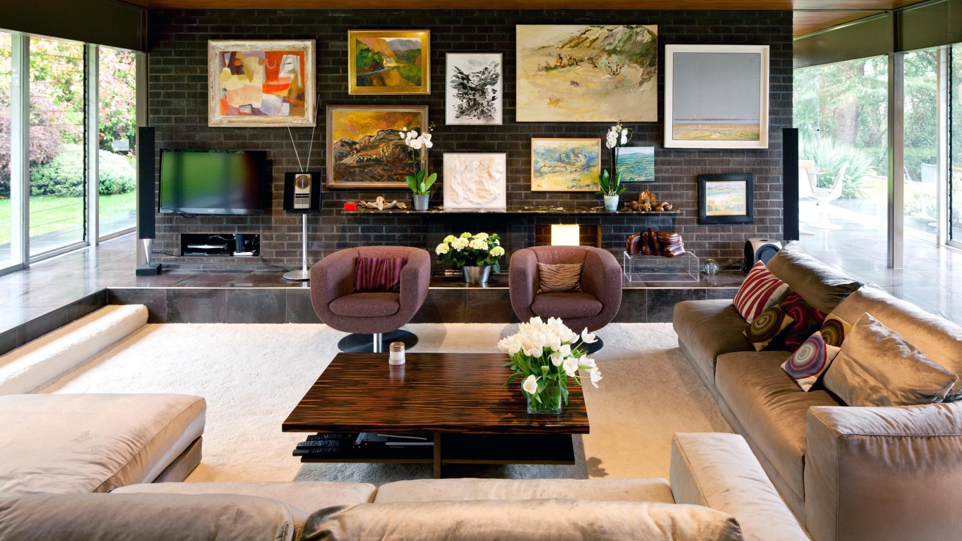 sala de estar da casa de Remy Blumenfeld e Henryk Hetflaisz  #9E6D2D 1920x1080