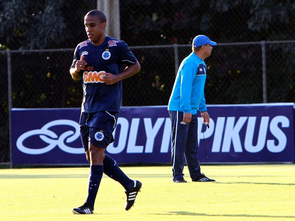 Borges participa de seu primeiro treino no Cruzeiro, com Celso Roth (10/7/2012)