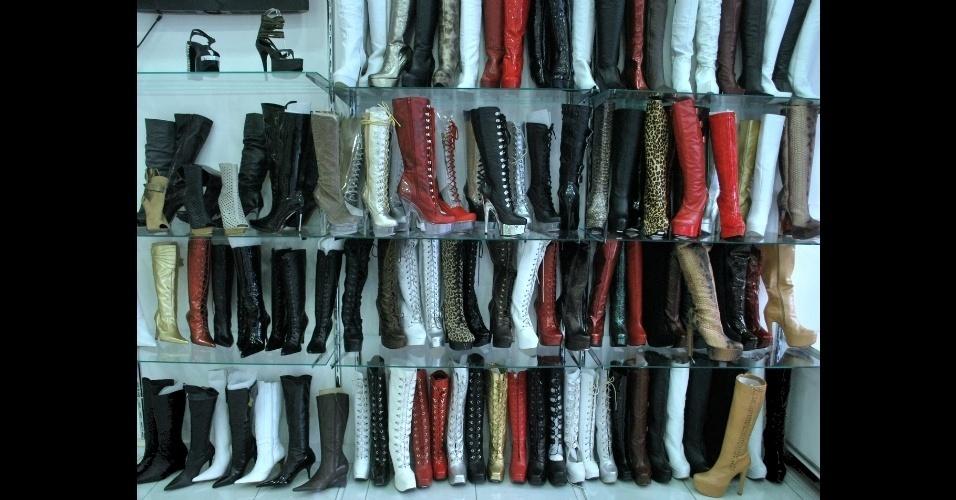 Botas criadas pela Au Bottier, loja que existe desde a década de 1960 na rua Augusta, em São Paulo, e faz calçados sob encomenda