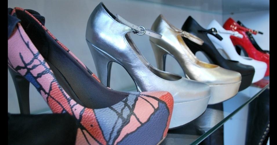 Sapatos expostos na Au Bottier, loja e sapataria que existe desde a década de 1960 na rua Augusta, em São Paulo
