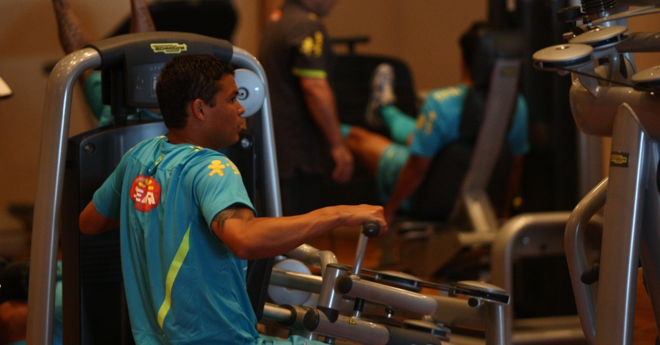 Zagueiro Thiago Silva em trabalho de muscula&#231;&#227;o na academia do hotel onde a sele&#231;&#227;o brasileira est&#225; concentrada para os Jogos Ol&#237;mpicos