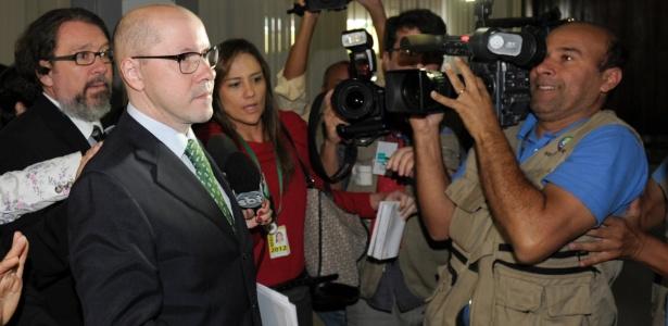 Demóstenes Torres chega ao Senado para acompanhar a votação que cassou seu mandato