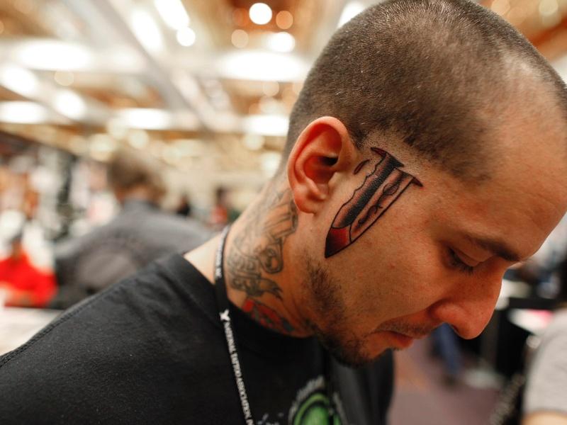 13.abr.2012 - Homem tatuado participa de competição em Cincinnati, Ohio (EUA)