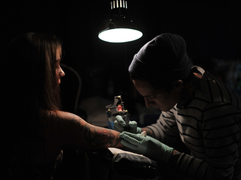 19.mai.2012 - Garota participa de conven&#231;&#227;o de tatuagem em Nova York (EUA)