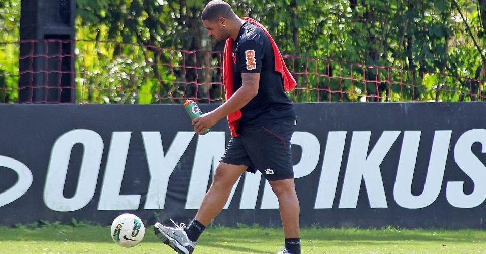 Adriano, em recuperação após cirurgia, treina no Flamengo