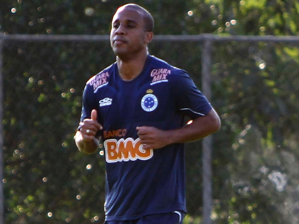 Atacante Borges durante treino do Cruzeiro na Toca da Raposa II (12/7/2012)