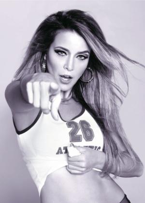 Atriz Christine Fernandes se transforma na cantora Madonna (julho/2012)