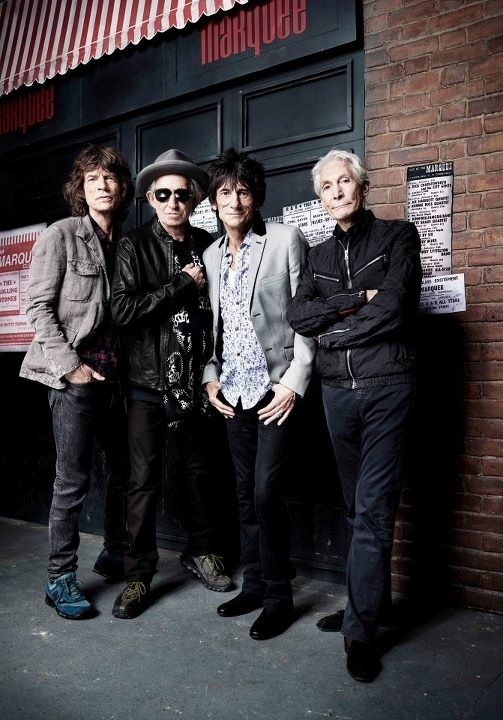 Integrantes do Rolling Stones se renem em frente ao clube Marquee, na Oxford Street, em Londres, local de seu primeiro show, em 12 de julho de 1962 (11/7/2012)