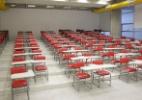 Sem vagas em escolas de dia, 40% dos alunos do noturno não trabalham (Foto: Fernando Donasci/UOL)