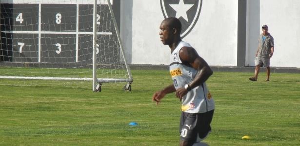 Seedorf participou de treinamento para ter condições de jogar contra o Corinthians
