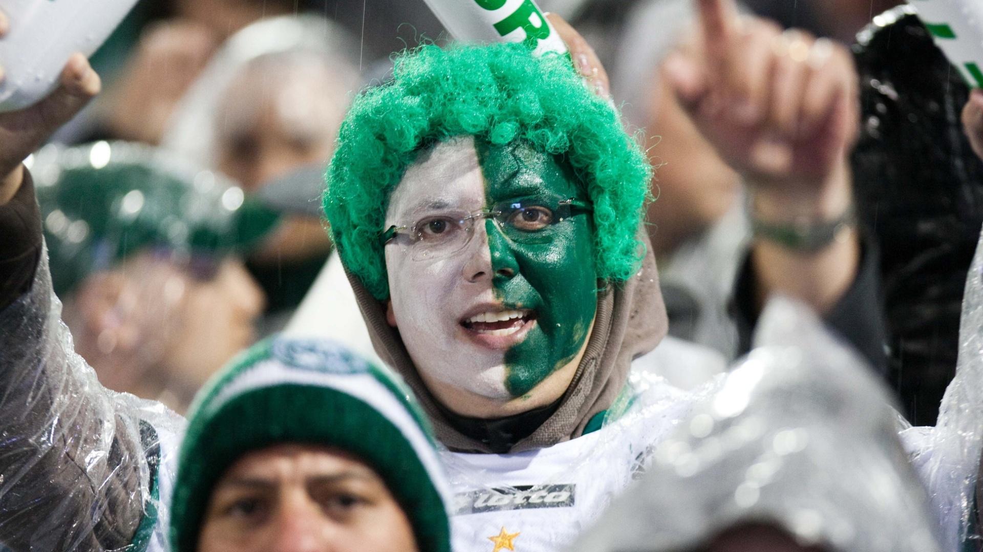 Torcedor do Coritiba caprichou no visual para acompanhar a decisão da Copa do Brasil contra o Palmeiras