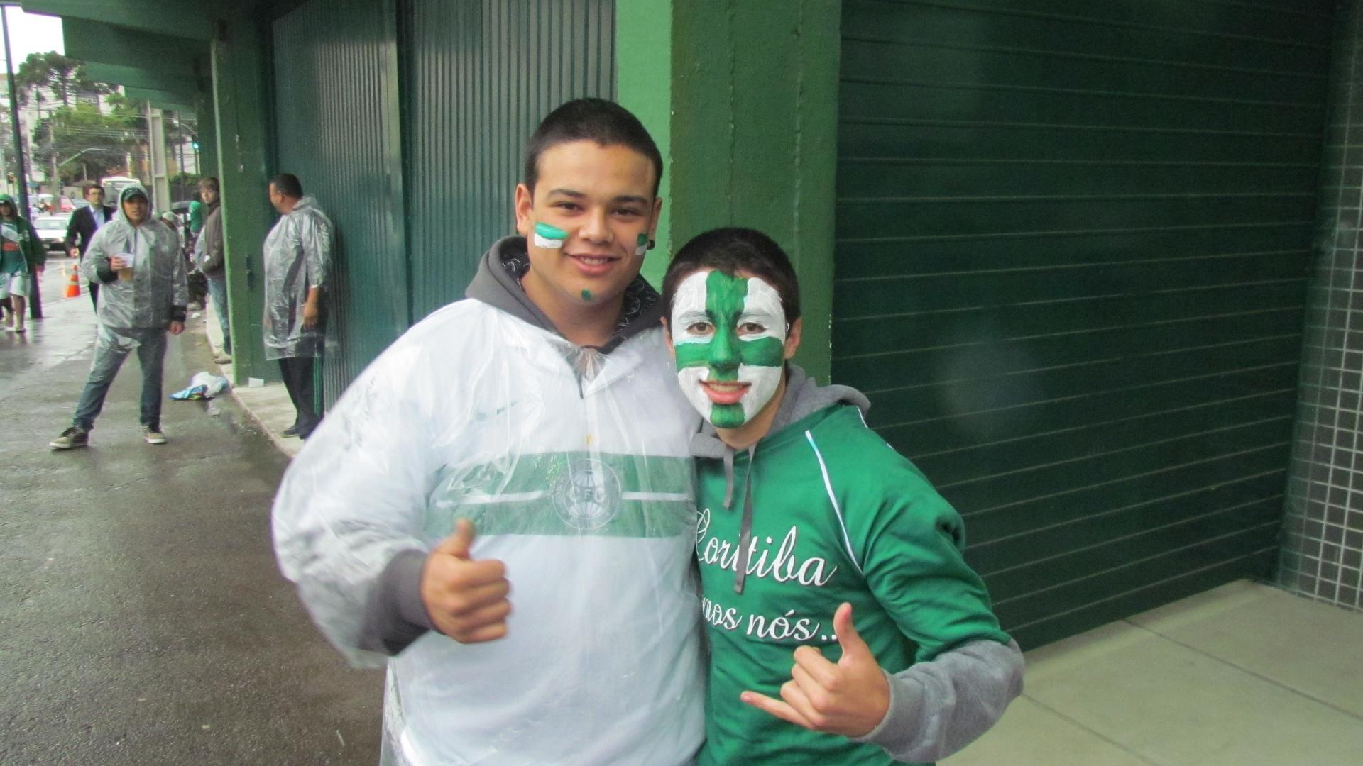 Torcedores do Coritiba pintaram seus rostos para acompanhar a decisão da Copa do Brasil contra o Palmeiras
