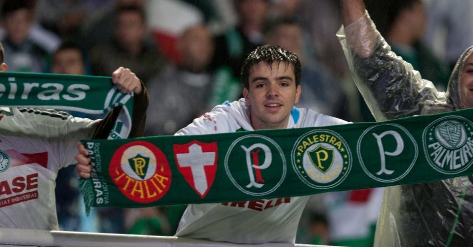 Torcedores do Palmeiras marcam presença no Couto Pereira para acompanhar a decisão da Copa do Brasil contra o Coritiba