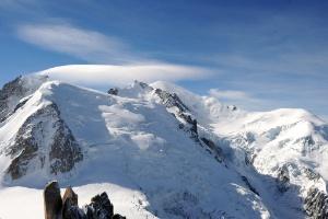 Seis pessoas morreram por conta de uma avalanche de neve no maciço do Mont Blanc, na França