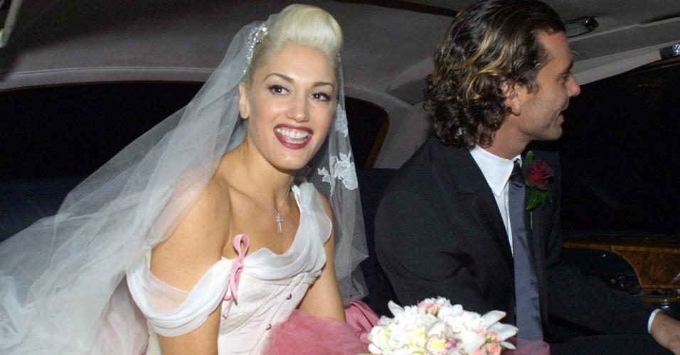 Imagem do casamento de Gwen Stefani, vocalista da banda No Doubt, com Gavin Rossdale, vocalista da banda Bush