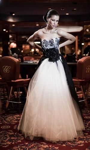 """Imagem do vestido da coleção """"Cacino"""" assinado por Solaine Piccoli"""