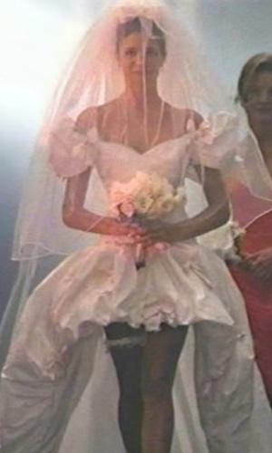 "Imagem do vestido de noiva do clipe ""November Rain"" da banda Guns 'n Roses"