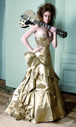 Imagem do vestido de noiva dourado da grife Max Chaoul