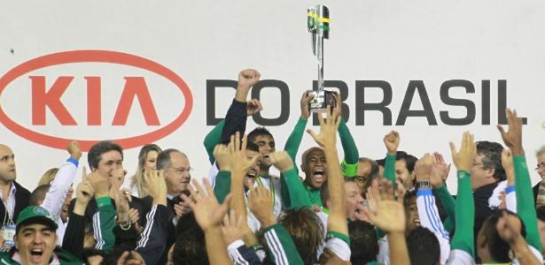 Palmeirenses comemoram Copa do Brasil em julho; torneio acabará em novembro