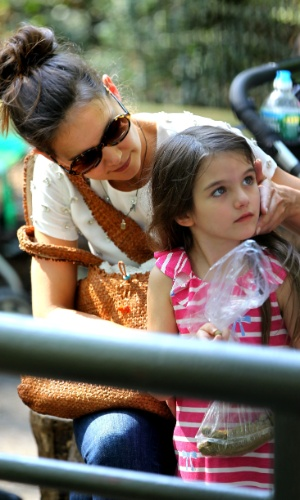 Katie Holmes e a filha Suri Cruise se divertem no Central Park Zoo em Nova York (11/7/12)