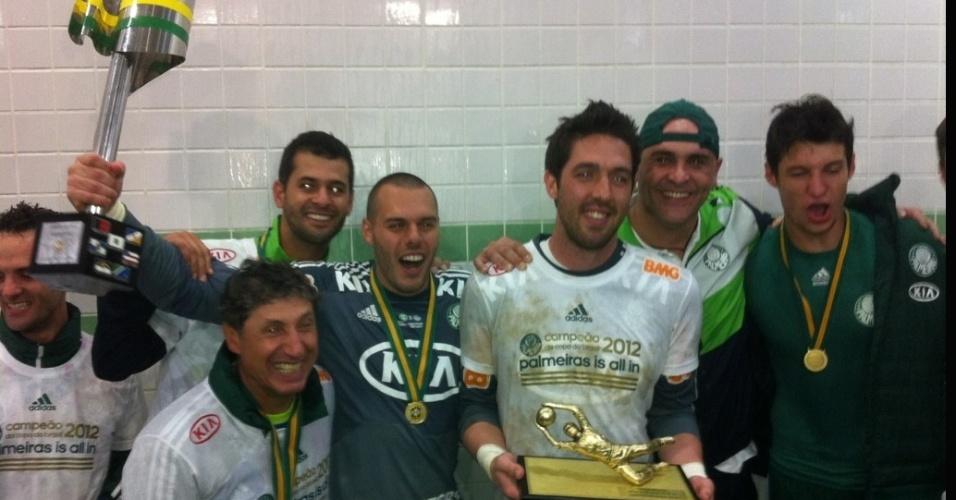 Marcos posa ao lado de Bruno, Deola e outros jogadores do Palmeiras após o título da Copa do Brasil