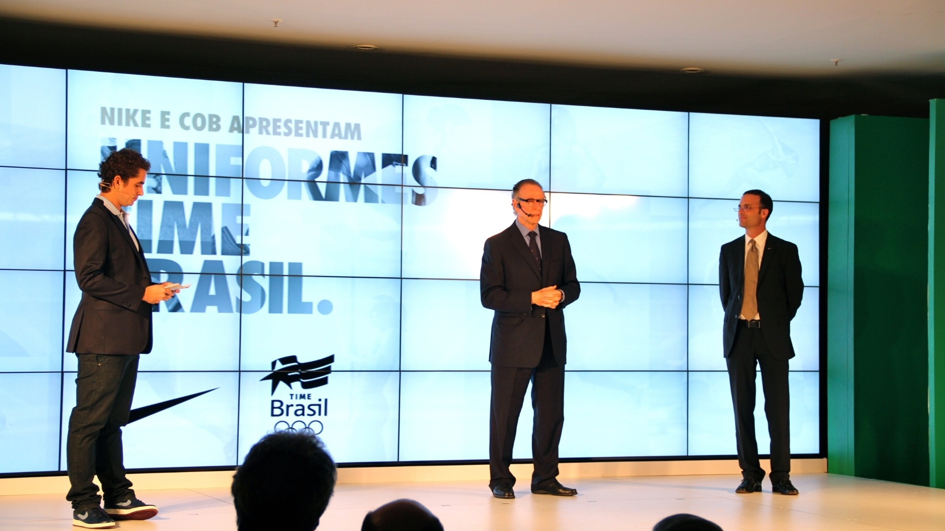Carlos Nuzman, presidente do COB, e Felipe Andreoli, do CQC, apresentam novo uniforme olmpico do Brasil