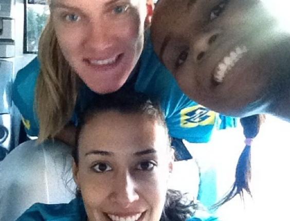 Sheilla publica foto com Mari e Fabiana e lamenta corte da ponteira às vésperas dos Jogos Olímpicos