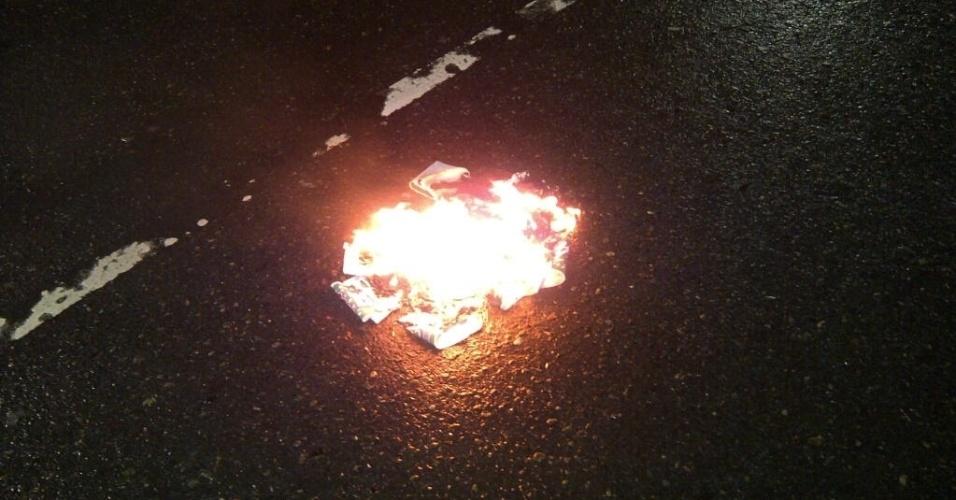 Torcedores do Palmeiras queimaram faixas do Coritiba campeão da Copa do Brasil