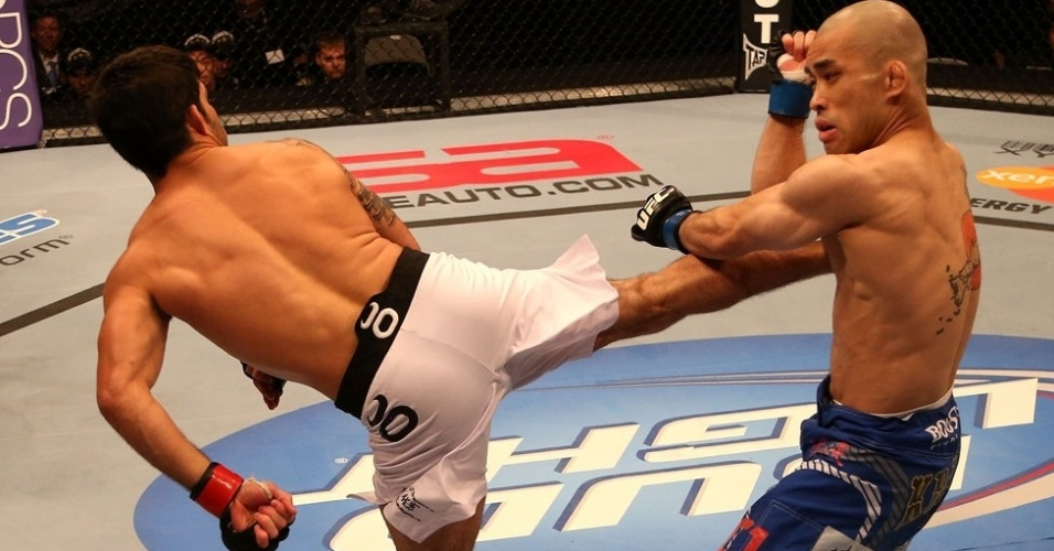 UFC on Fuel 4 - Raphael Assuno chuta Issei Tamura