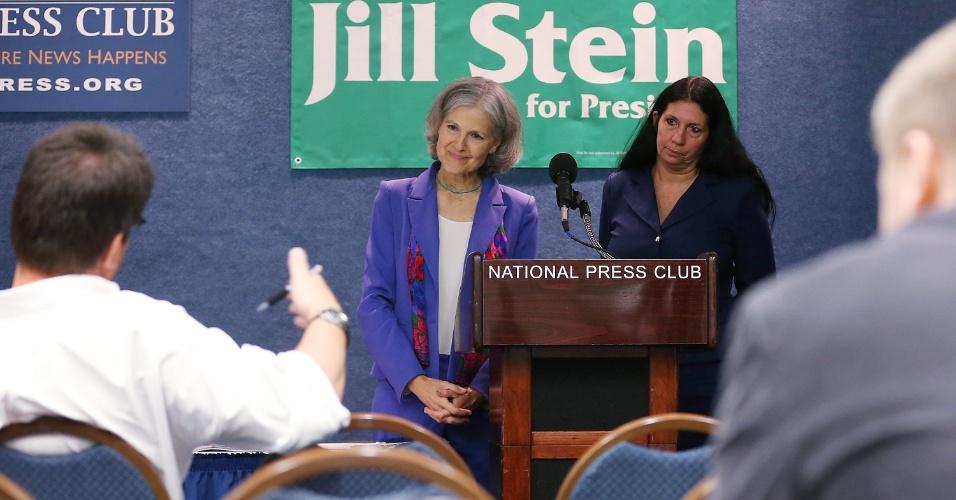 11.jul.2012 - A candidata do Partido Verde à Presidência dos Estados Unidos, Jill Stein (à esquerda), anuncia sua candida a vice, Cheri Honkala, em entrevista no Clube Nacional da Imprensa em Washington, nos Estados Unidos