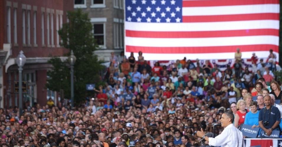 13.jul.2012 - Presidente dos Estados Unidos,  Barack Obama, discursa para multidão durante campanha eleitoral em Roanoke, Virginia (EUA)