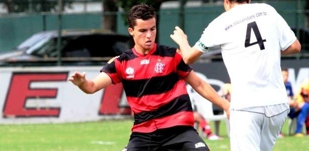 Jovem Jean Chera, de 17 anos, ainda não conseguiu brilhar com a camisa do Flamengo