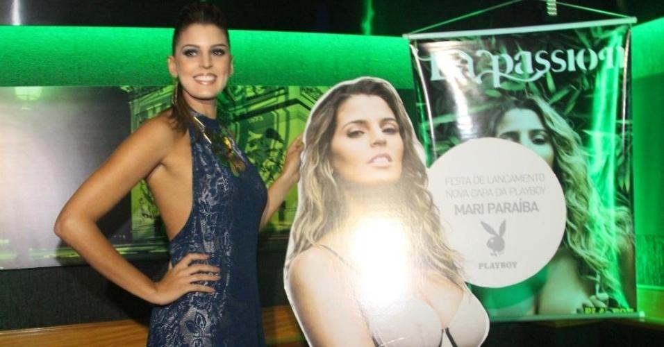 Mari Paraíba posa ao lado do cartaz promocional de sua Playboy durante festa organizada pela revista na noite de quinta-feira, no Rio de Janeiro (12/07/2012)
