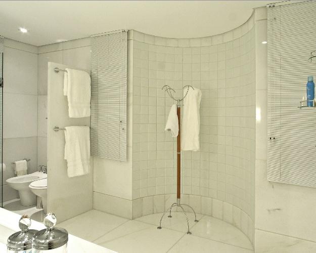 Aposte no branco 22 ideias de ambientes para você se inspirar  Casa e Decor -> Loucas Banheiro Pequeno