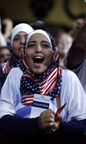 14.jul.2012 - Simpatizante do president dos Estados Unidos, Barack Obama, vibra com discurso dele durante campanha eleitoral  na escola Centreville, em  Clifton, na Virgínia (EUA)