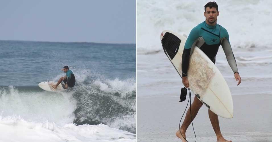Cauã Reymond surfa na Prainha no Rio de Janeiro (14/7/12)