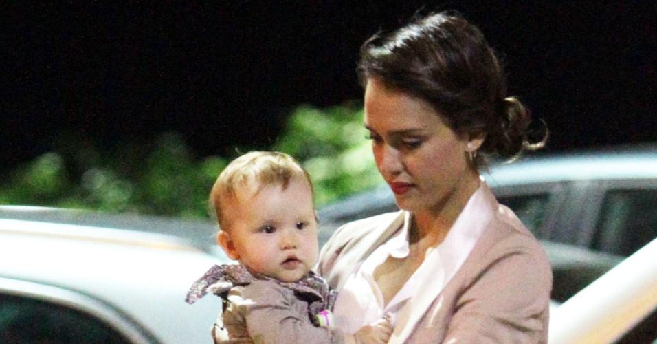 Jessica Alba sai para jantar com a filha Haven em Amalfi, na Itália (13/7/12)
