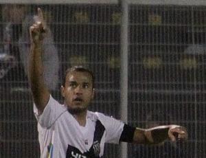 O atacante Roger deixou a Ponte Preta e assinou contrato com o Sport até dezembro de 2013