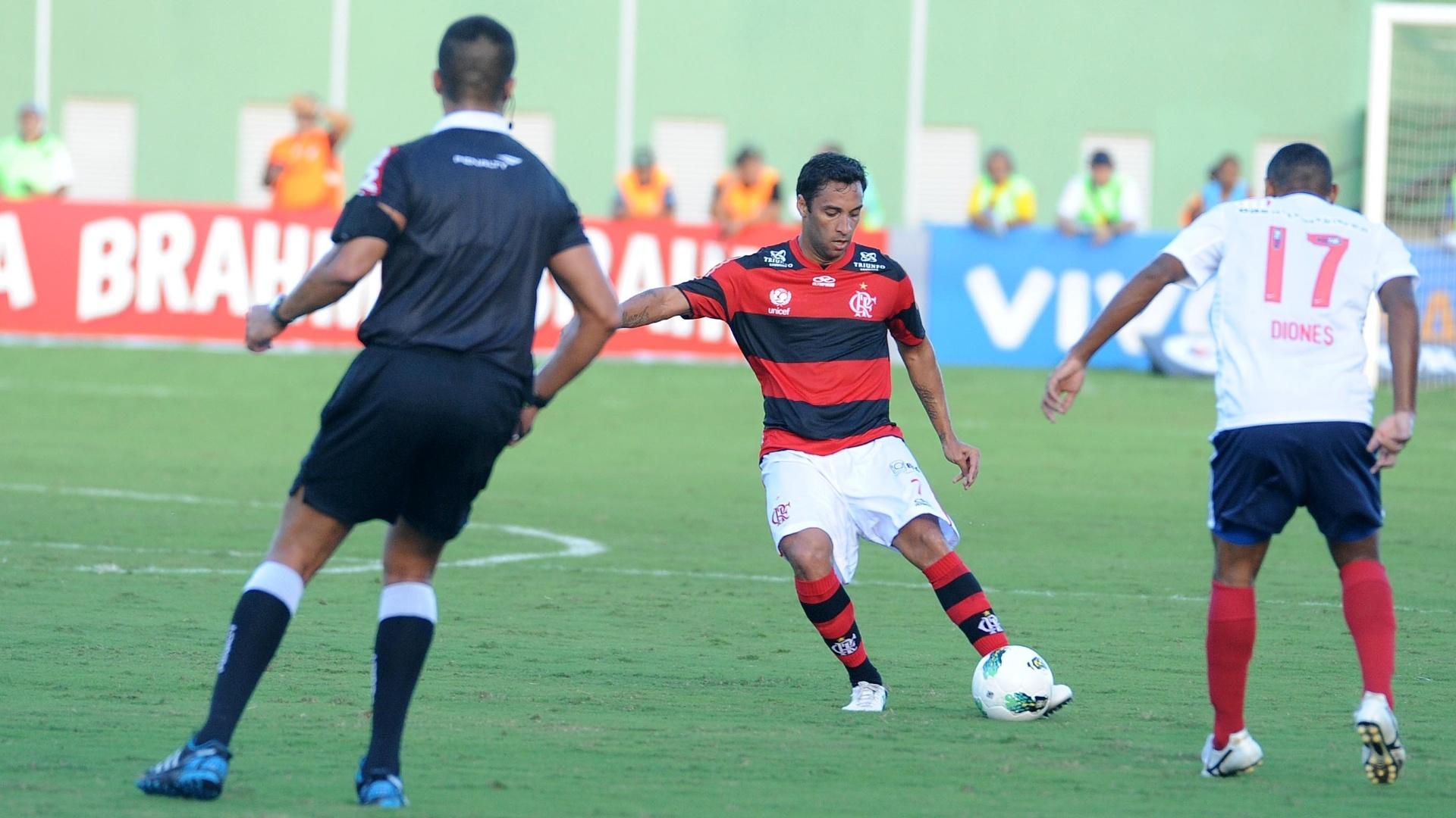 Flamengo tenta articular sua jogada de ataque em partida contra o Bahia