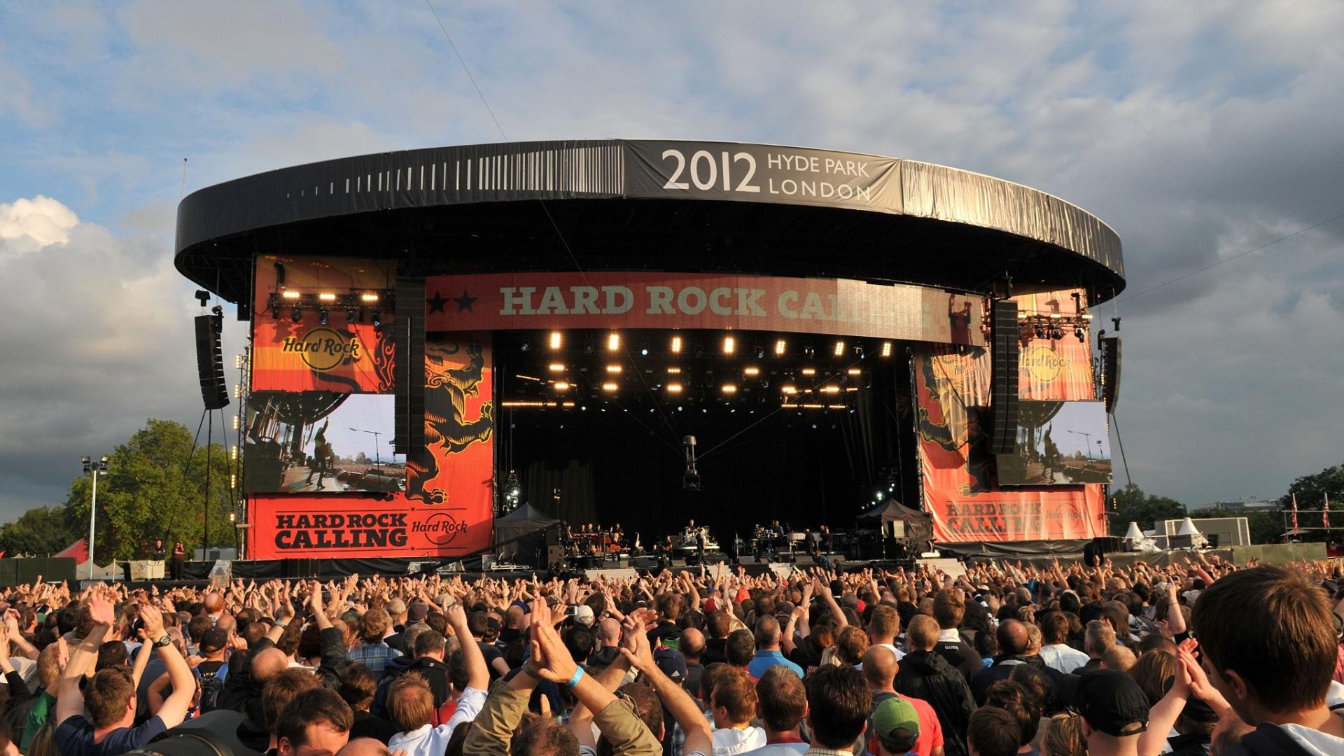 Vista geral do palco enquanto Bruce Springsteen toca no segundo dia do Hard Rock Calling, no Hyde Park, em Londres, na Inglaterra (14/02/2012)