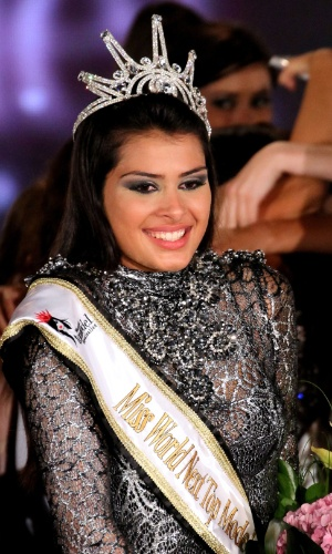 16.jul.2012 - Sérvia Mina Milutinovic é coroada Miss World Next Top Model 2012