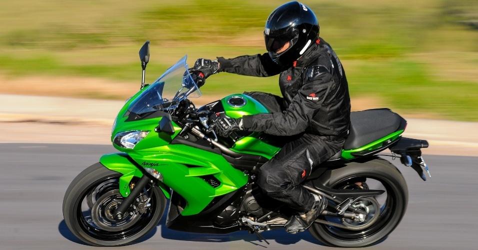 A versão 2013 da Ninja 650 tem potência de 72 cv (a 8.000 giros) e um torque máximo de 6,5 kgfm, disponível por inteiro a 7.000 rpm