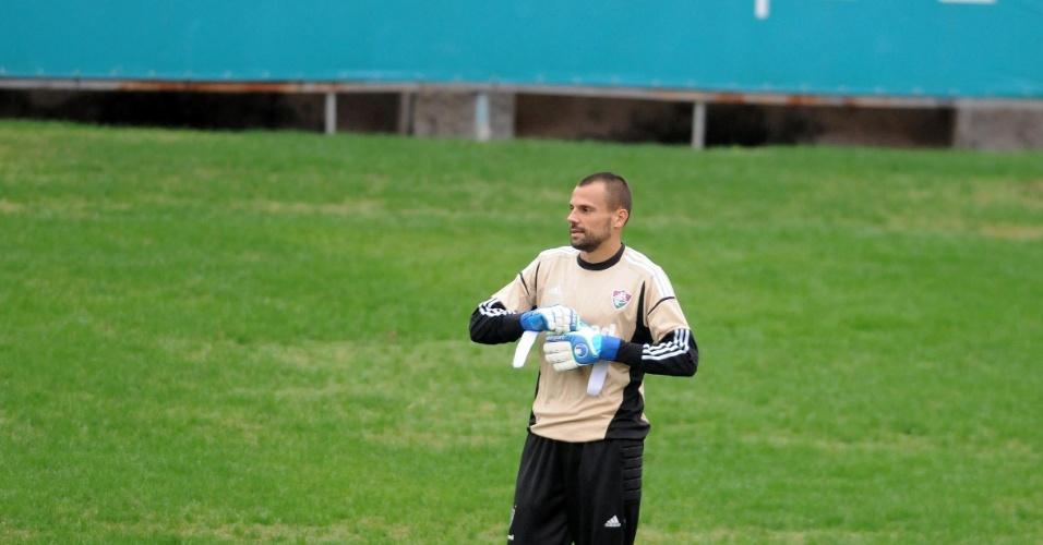 Diego Cavalieri participa de treinamento nas Laranjeiras debaixo de chuva (16/07/2012)